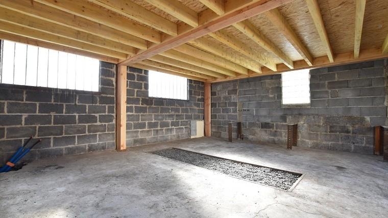 Bâtiment dépôt + habitation