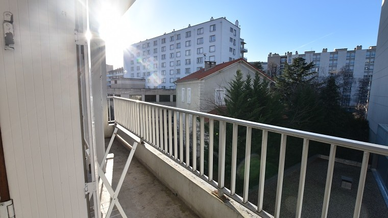 F4 91 m2 + parking et balcon centre ville