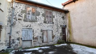 Maison de bourg à rénover 1 km Tour Pannessac