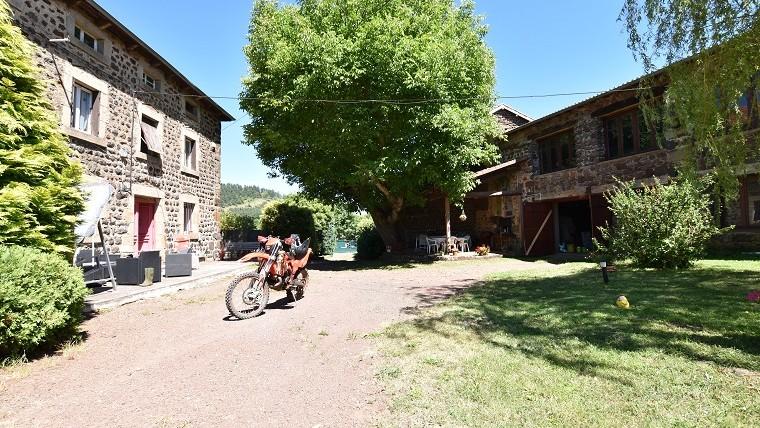 Maison 200m2 + grange et dépôt aménageable